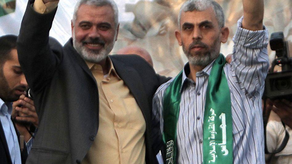 Ismail Hanija (l.) und Jahia Sinwar (Archiv)
