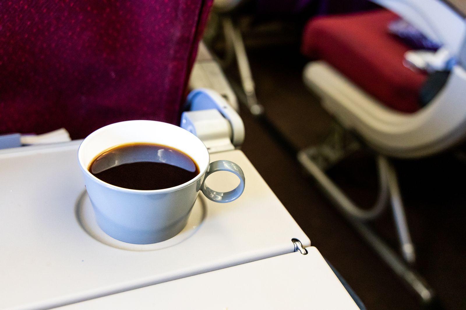 EINMALIGE VERWENDUNG Kaffee/ Flugzeug
