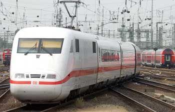 ICE der Deutschen Bahn: Weniger Platz, dafür mit Steckdose