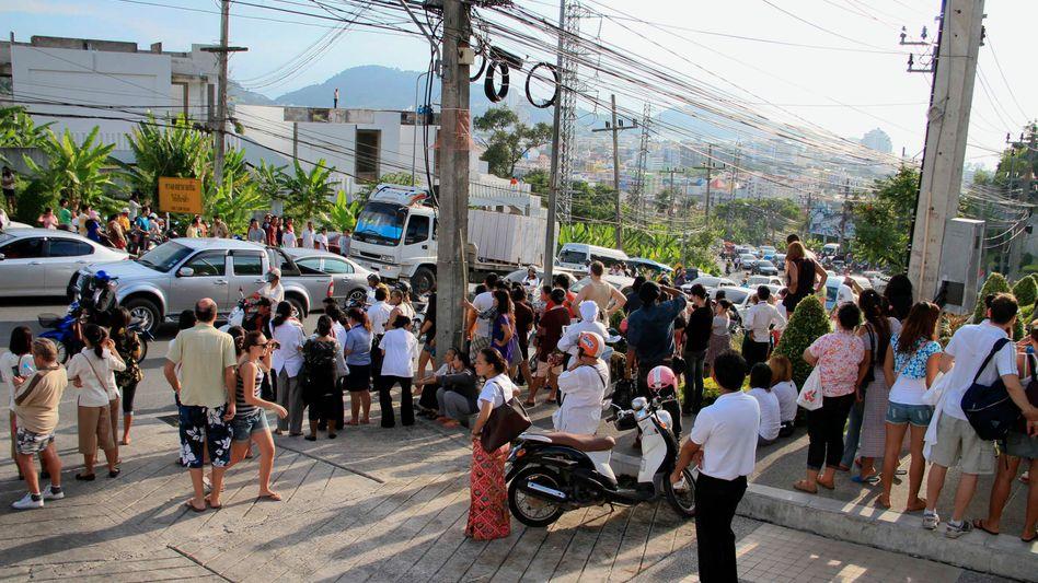 Touristenhochburg Phuket: Urlauber und Einwohner fliehen in höher gelegene Gebiete
