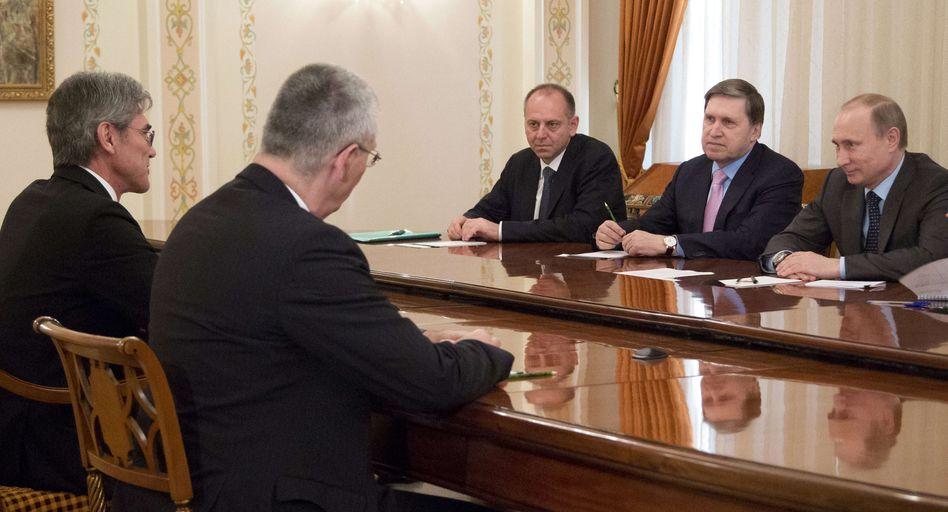 "Siemens-Chef Kaeser (l.), Präsident Putin (r.): ""Kurzfristige Turbulenzen"""