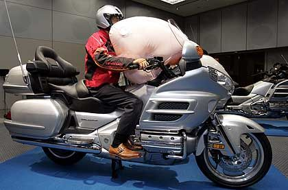 Airbag für die Gold Wing: Honda geht mit neuem Sicherheitssystem in Serie