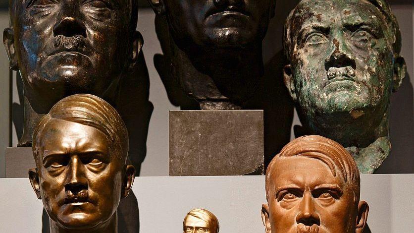 Exponate der Berliner Hitler-Ausstellung
