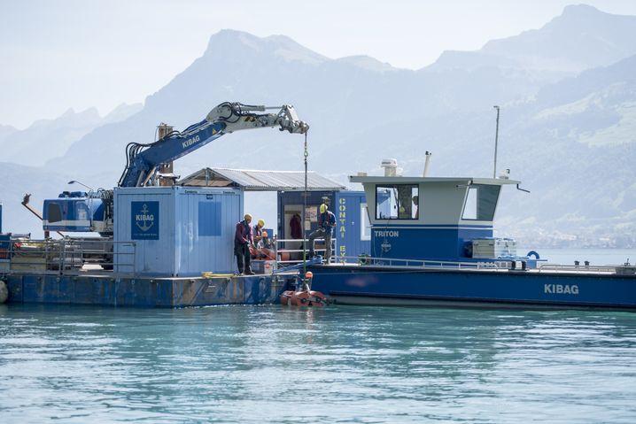 Installation von Seismometern im Vierwaldstätter See bei Buochs (Archivbild)