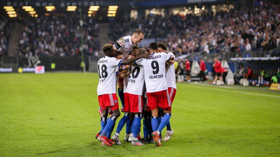 Rein in die Jubeltraube: Der Hamburger SV feiert den ersten Heimsieg der Saison