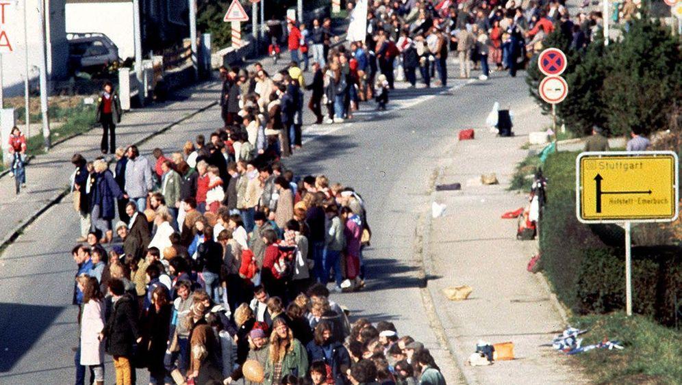 Kalenderblatt: 22.10.1983: 108 Kilometer Menschenkette