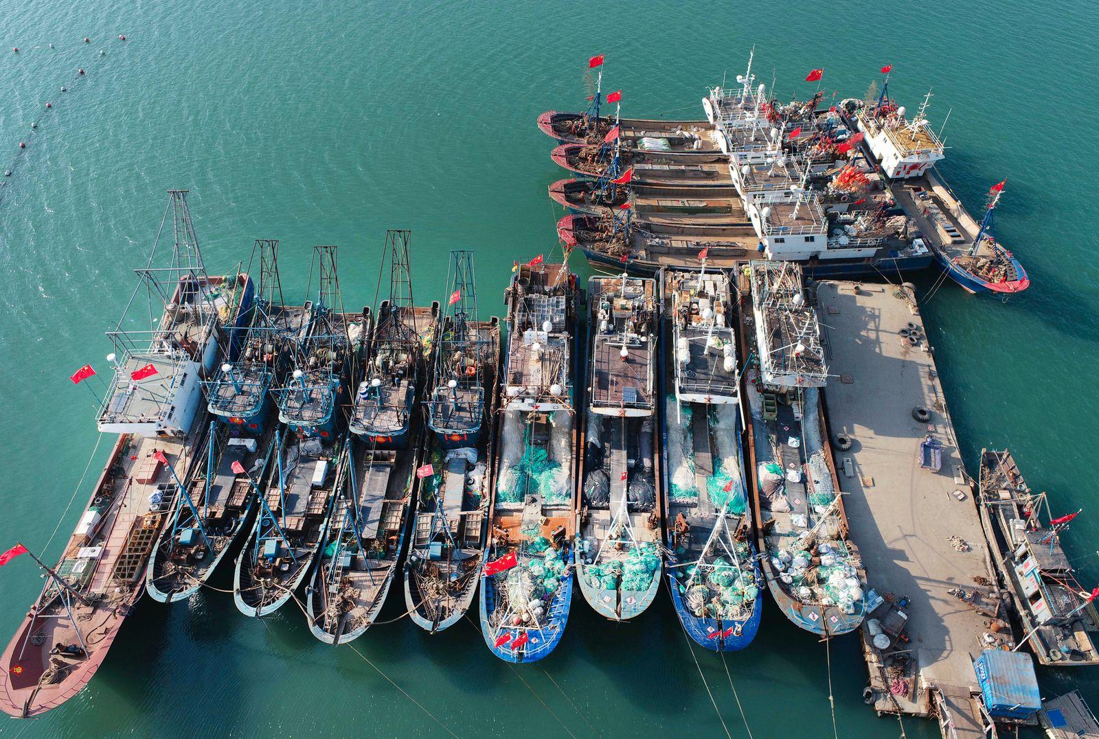 CHINA CHINESE SPRING SEA FISHING EASTERN COAST