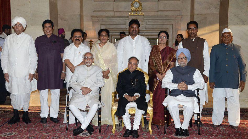 Pranab Mukherjee (Mitte) im Juni in Neu-Delhi: Urgestein der indischen Politik