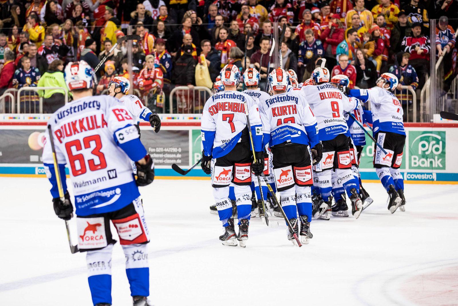 DEL; Duesseldorfer EG - Schwenninger Wild Wings; 28.12.2019 Jubel bei den Schwenninger Wild Wings nach dem gewonnenen Sp