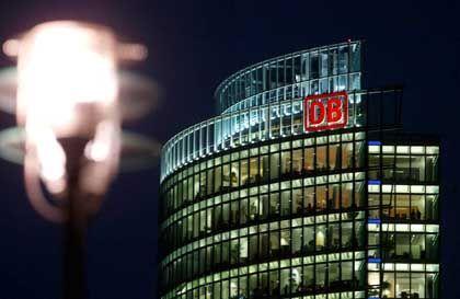 Bahn-Zentrale in Berlin: Warten auf Merkels Machtwort