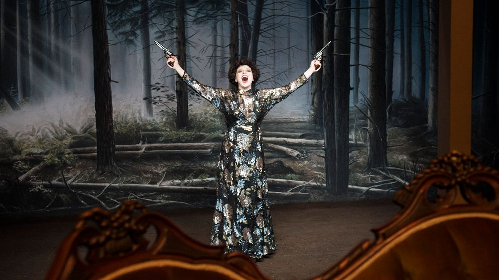 """""""Hedda Gabler"""" in Hamburg: Ibsen und Ironie"""