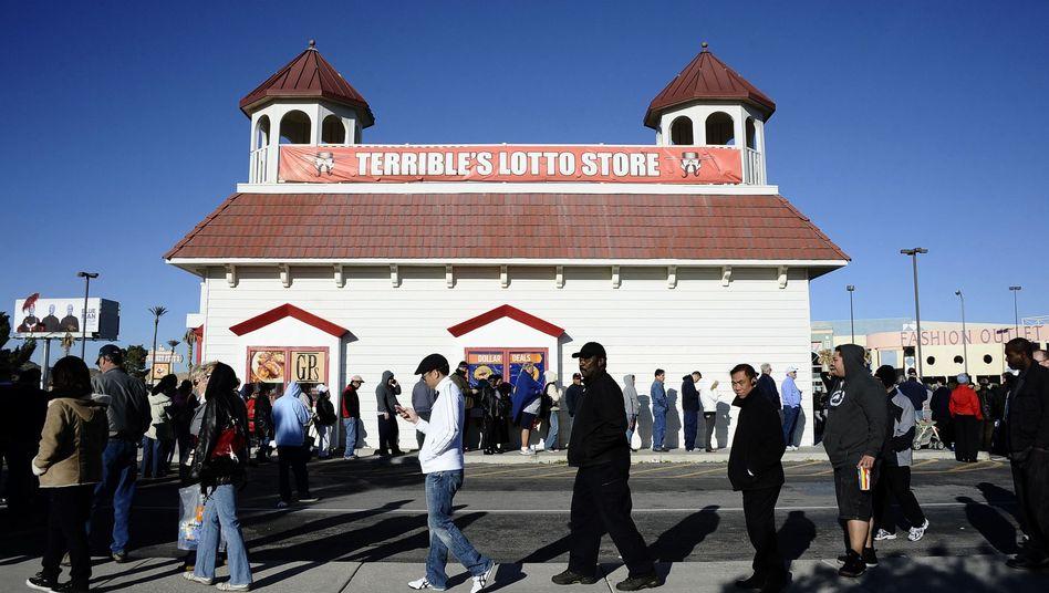 Schlangestehen: Mega-Jackpot löste in den USA einen Ansturm von Lottospielern aus