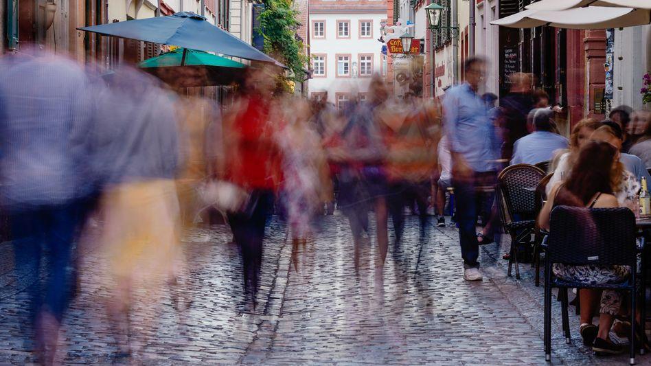 """Passanten in Heidelberg: """"Wir befinden uns mitten in der Pandemie"""""""