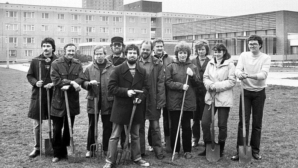 """""""Sozialistischer Wettbewerb"""" in der DDR: Feiern im Kollektiv"""