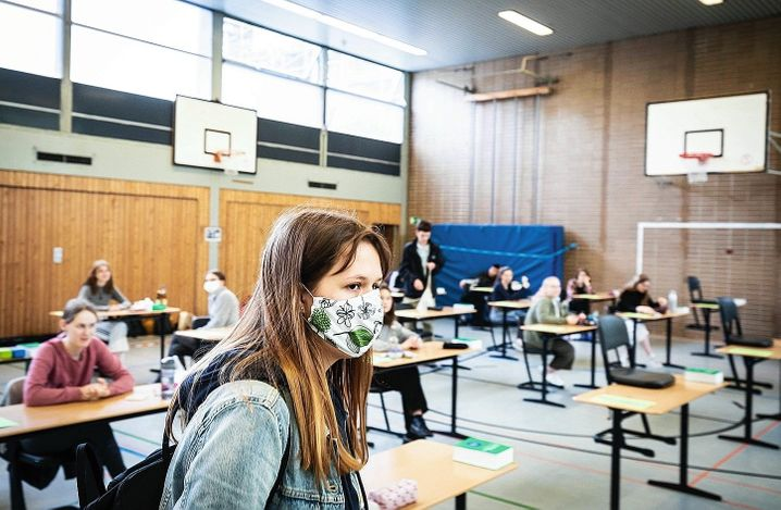 """High school students in Berlin: """"Closing the schools was easy. But responsibly reopening them again, that was the true challenge facing us."""""""