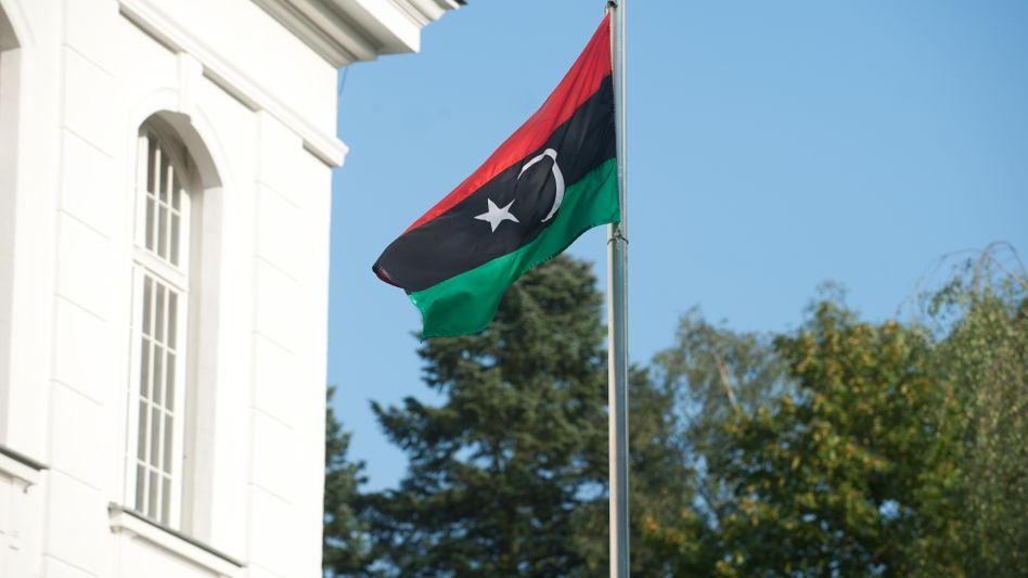 Fahne vor der libyschen Botschaft in Berlin