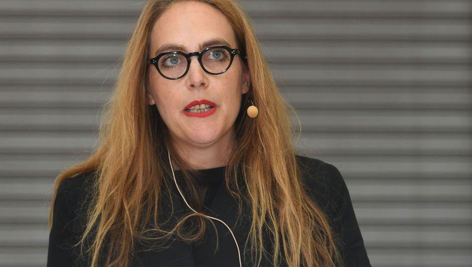 Kuratorin Susanne Pfeffer