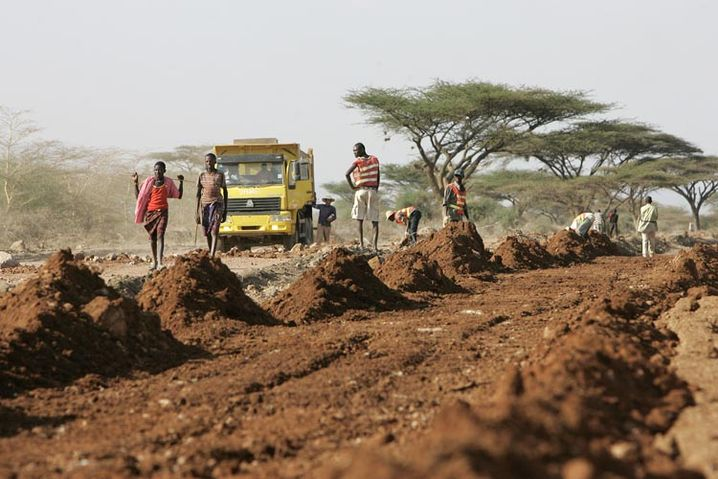 A road construction site near Nairobi: Infrastructure projects are among those favored in development aid. But without proper maintenance, the roads deteriorate quickly.