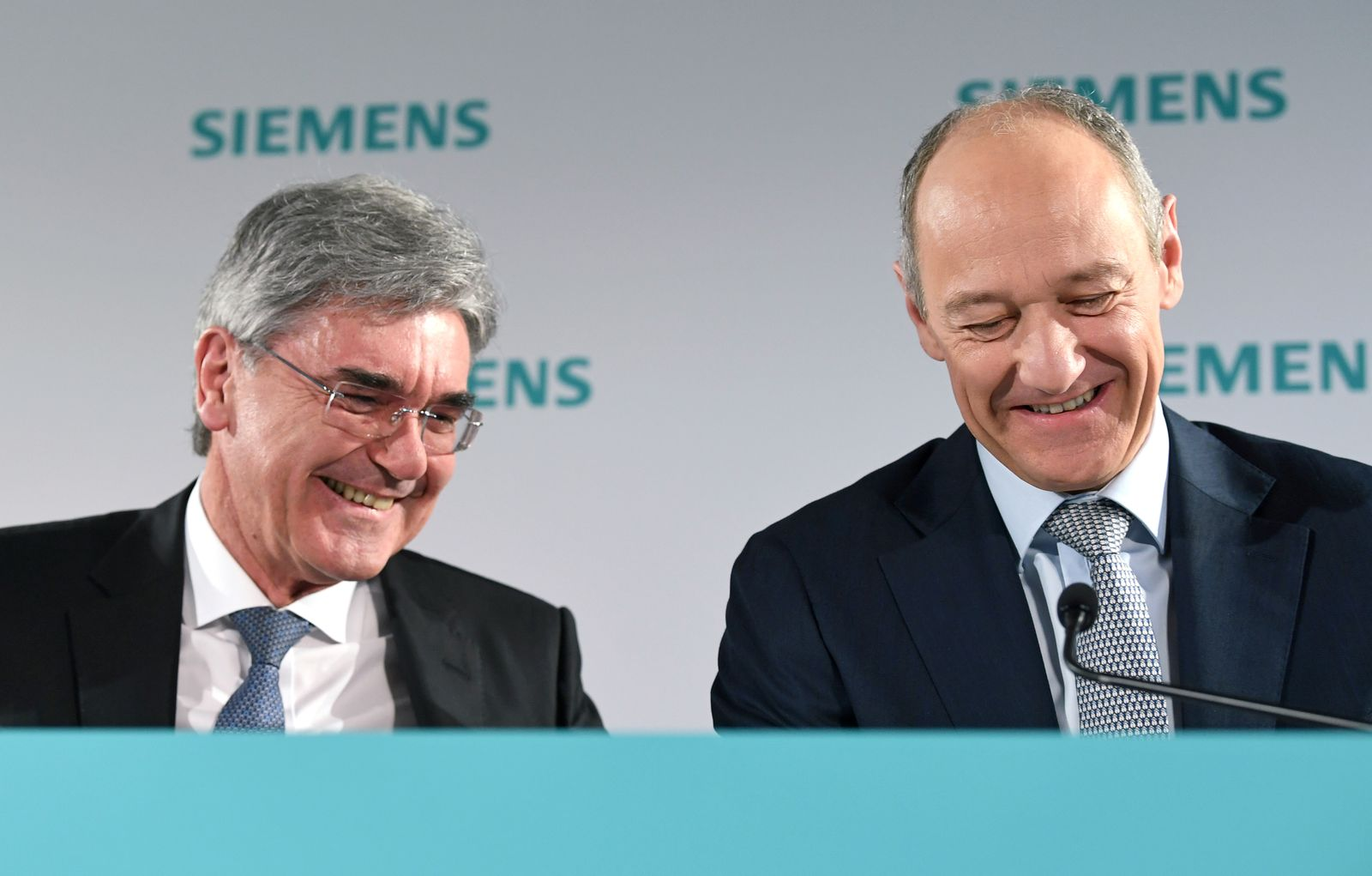 FILE PHOTO: German engineering group Siemens CEO Joe Kaeser and deputy CEO Roland Busch attend a news conference prior to the annual general meeting in Munich