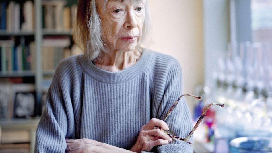 Schriftstellerin Didion in ihrer Wohnung in New York: »Ich versuche, mein Leben in Ordnung zu halten«