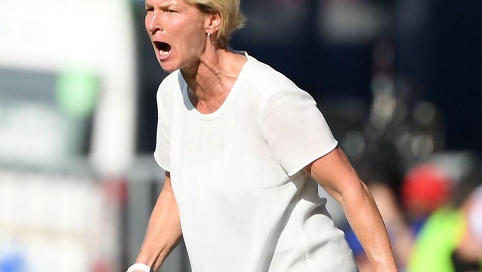 Martina Voss-Tecklenburg beim Länderspiel gegen Schweden