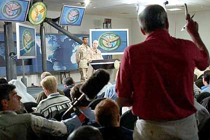 Reporter im Irak: Hier bei einer Presse-Konferenz der US-Armee