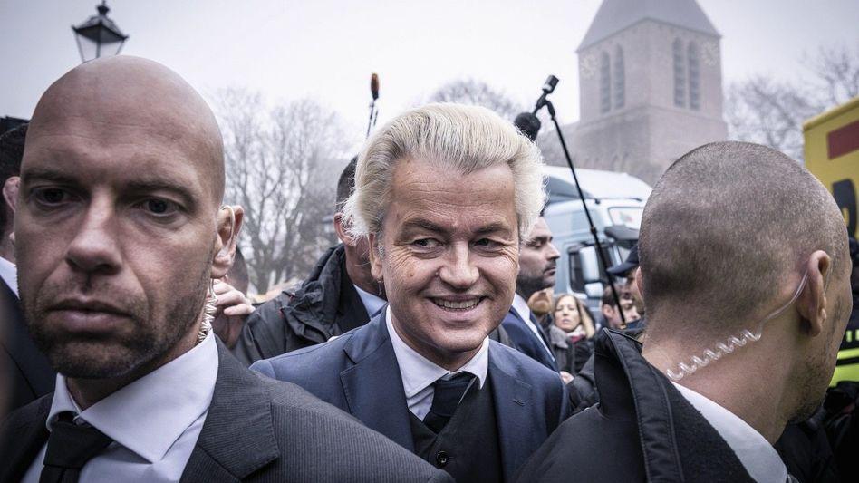 Wahlkämpfer Wilders, Leibwächter in Spijkenisse: »Wenn er die Regierung übernimmt, gibt es eine Revolution«