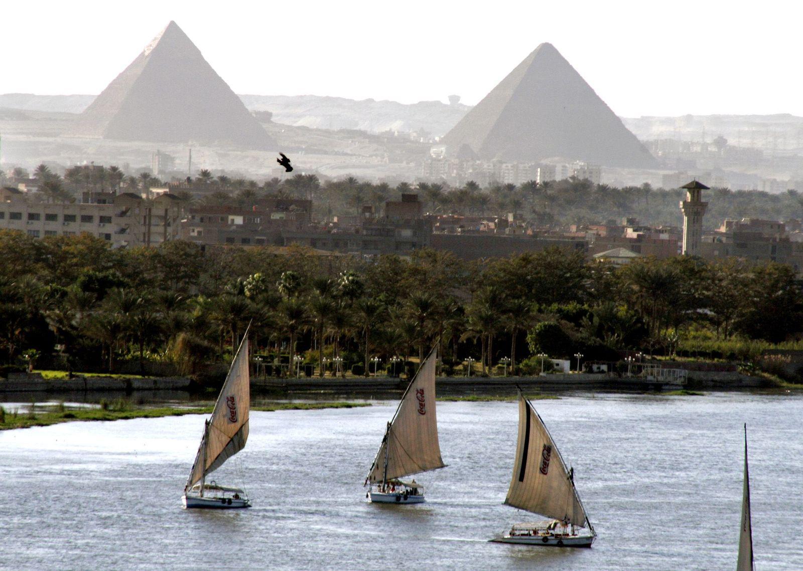 MIDEAST EGYPT PYRAMIDS