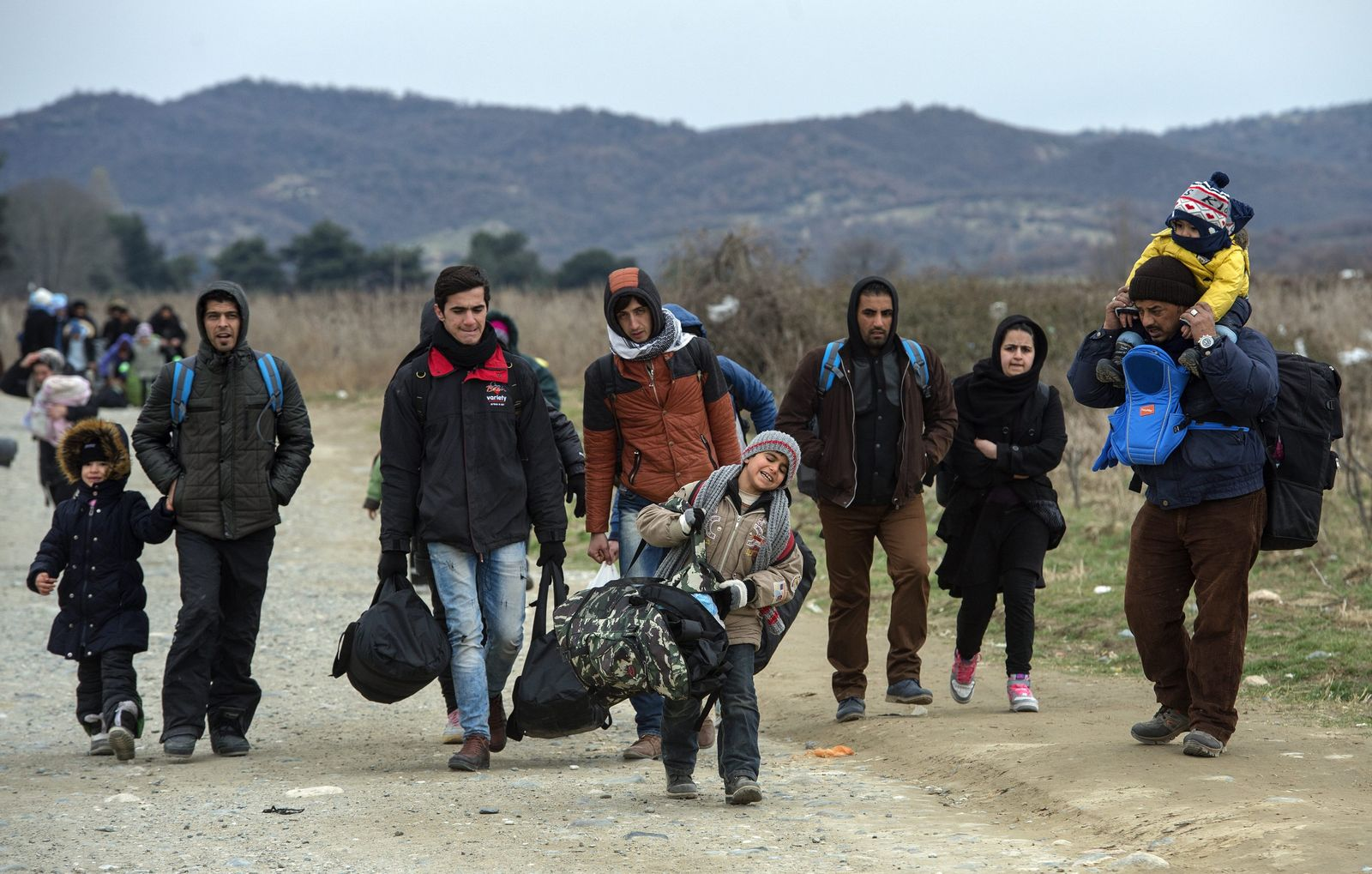 Refugees continue to pass through Macedonia on their way to the E