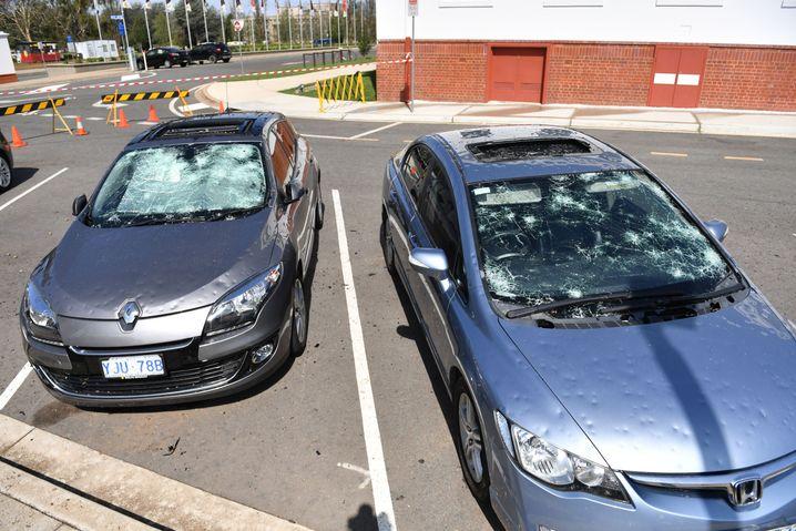 Nach dem Hagel kam wieder Sonne: Zerstörte Autos in Canberra