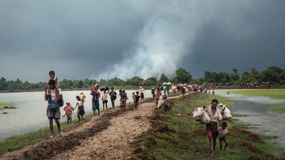 Rohingya auf der Flucht nach Bangladesch