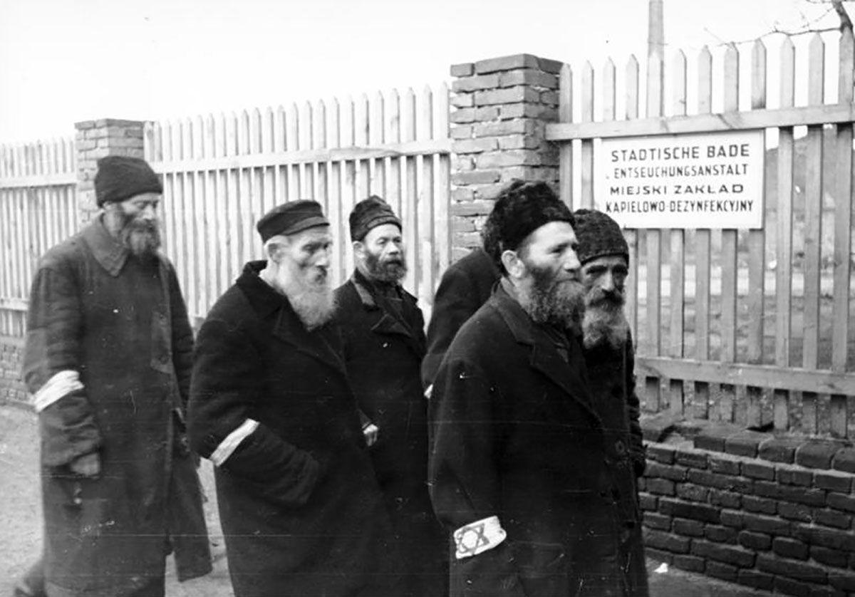 Polen, Distrikt Radom, Juden vor Badeanstalt