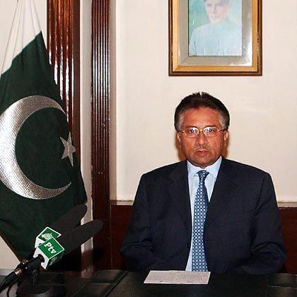 """Präsident Musharraf bei seiner Fernsehansprache: """"Ich bete zum allmächtigen Gott, dass er die ewige Seele von Benazir in Frieden hält"""""""