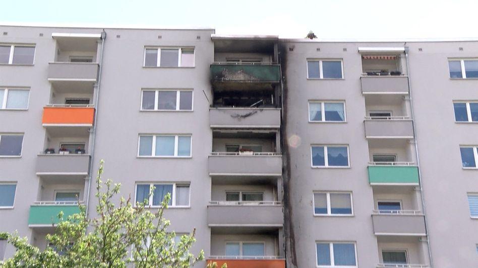 Hochhaus in Bremen nach dem Brand: Das Feuer brach im Erdgeschoss aus