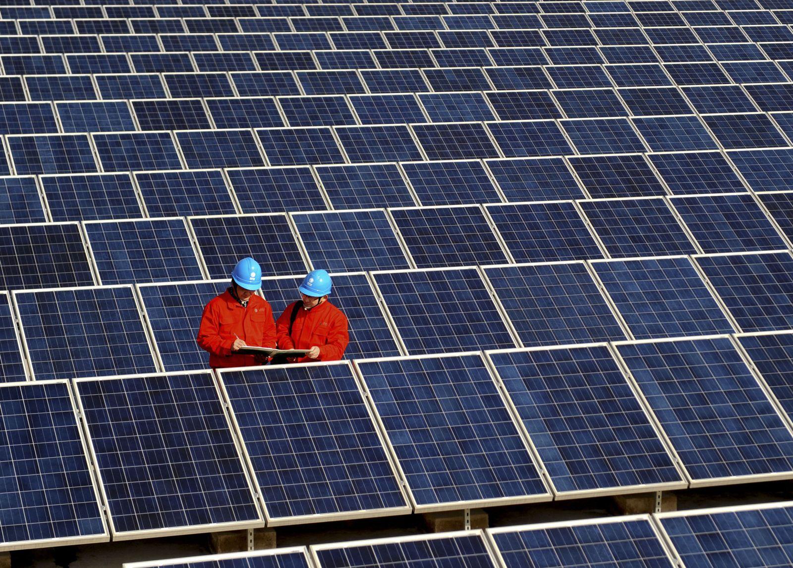 DER SPIEGEL 9/2012 pp 43 SPIN - China Solar Power
