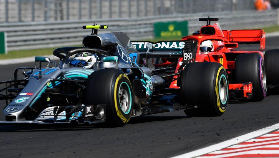 Valtteri Bottas (links) und Sebastian Vettel