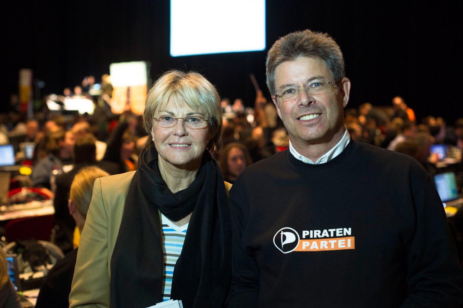 EINMALIGE VERWENDUNG Piraten/ Parteitag/ Plambeck/ Inge Schmidt-Barthel / Mauri Fischbein
