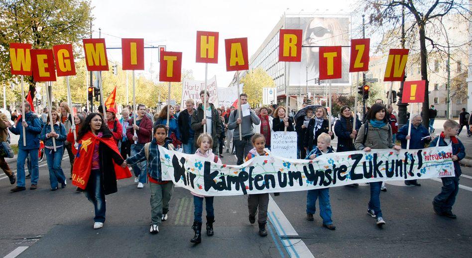 Umstrittene Vorhaben: Demonstranten protestieren gegen Hartz-IV (2007)