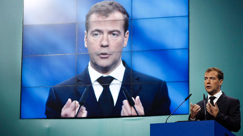 Photo Gallery: Medvedev's Political Suicide