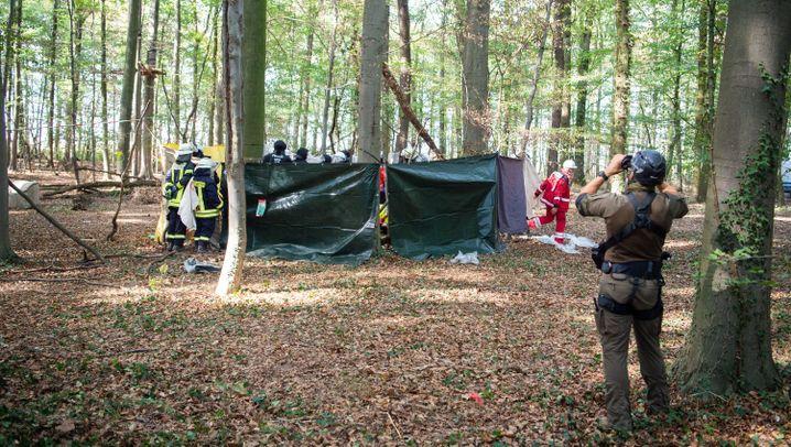 Nach Tod eines Journalisten: NRW-Regierung setzt Räumung des Hambacher Forsts aus