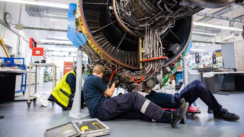Arbeiten bei Lufthansa Technik: 300 Kündigungen sollen bereits beantragt worden sein