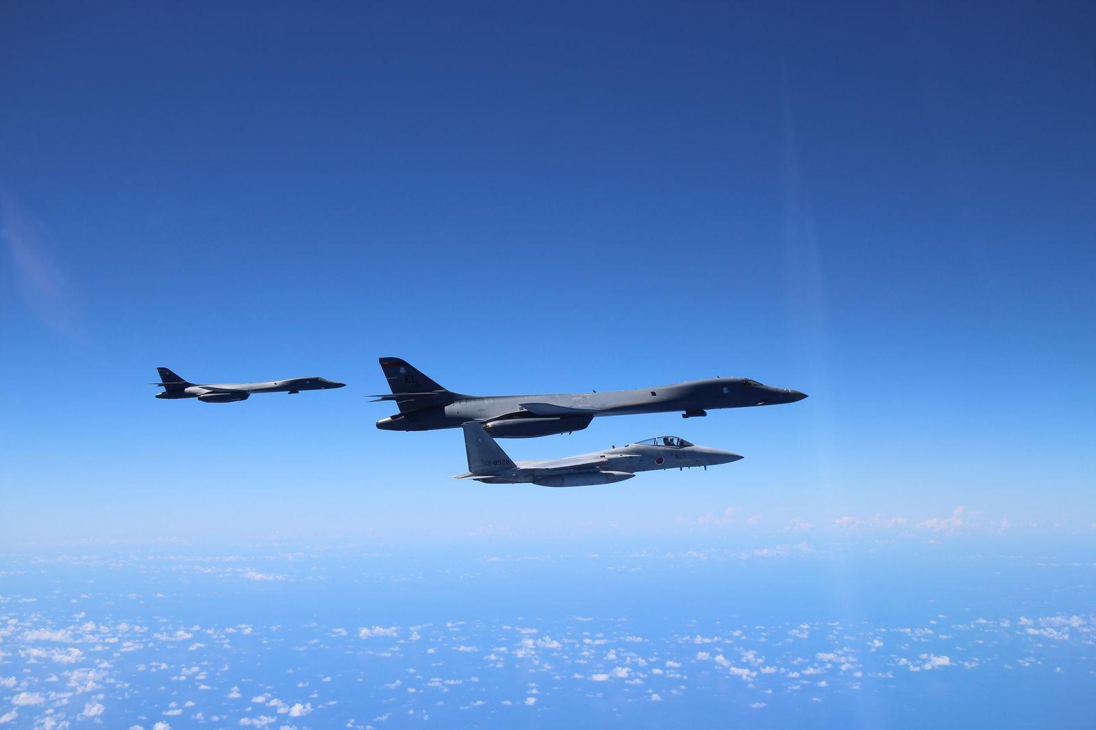 EINMALIGE VERWENDUNG B-1B Langstreckenbomber / F- 15