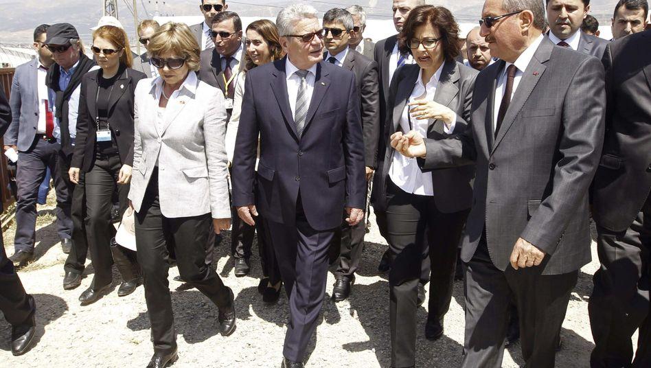 "Bundespräsident Joachim Gauck (M.) in der Türkei: ""großen Respekt"""