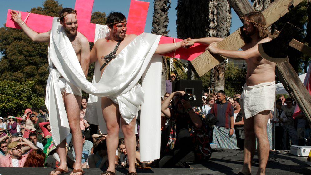 Verrücktes Experiment: Treffen sich drei Jesusse