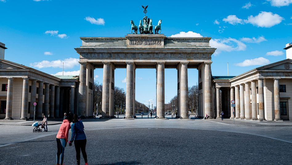Jogger vor dem Brandenburger Tor: Kontakte auf ein Mindestmaß beschränken