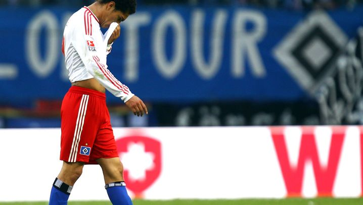 Ausraster im Fußball: Flaschenwürfe, Faustkämpfe und Kopfstöße