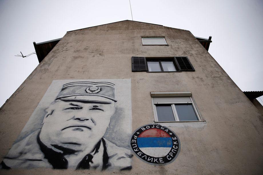 Wandgemälde in Gacko, Bosnien-Herzegowina: Kriegsverbrecher Ratko Mladić, der als Oberbefehlshaber der bosnisch-serbischen Armee den Völkermord an den bosnischen Muslimen strategisch organisierte und logistisch umsetzen ließ