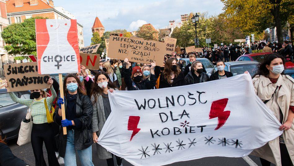 """Demonstration in Danzig: """"Wir sollen Kinder zur Welt bringen, die Minuten nach der Geburt sterben"""""""