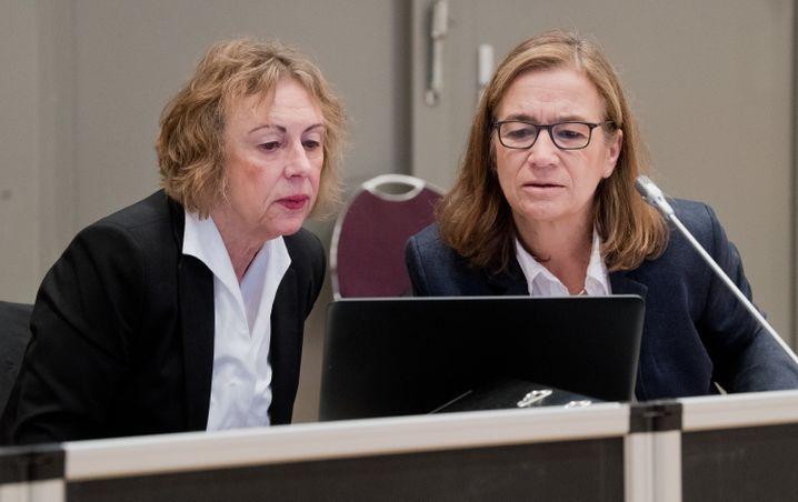 Verteidigerinnen Kirsten Hüfken (l.) und Ulrike Baumann