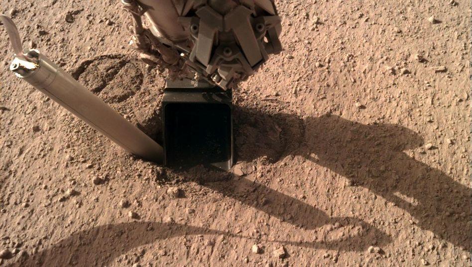 """Der Marsmaulwurf """"HP3"""" schaut weit aus seinem Loch heraus - und Wissenschaftler bekommen schlechte Laune"""